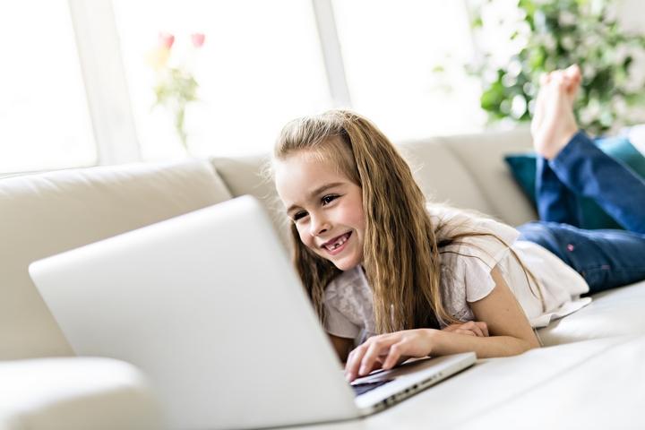 8 Cei mai buni Youtuberi pentru copii