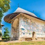 8 Biserici pictate din Moldova