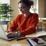 Avantajele angajarii unui avocat online pentru consultanta juridica