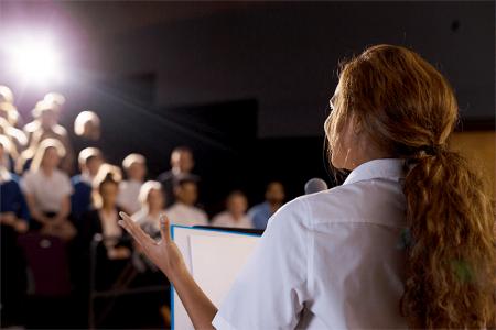 Ce trebuie sa stii cand vorbesti in public