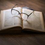 Românii citesc mai multă psihologie și cărți în engleză!
